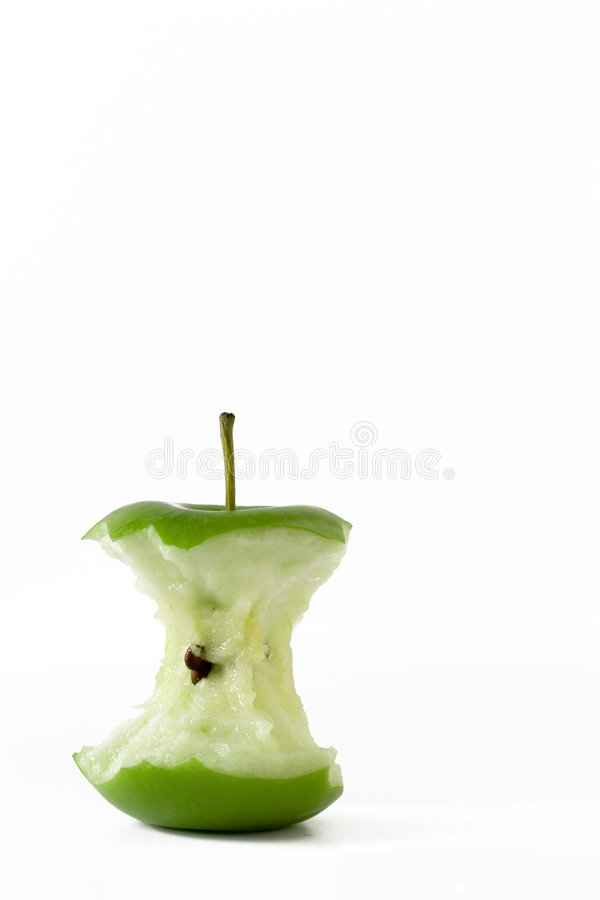 Maçã verde fresca comida ao núcleo fotografia de stock