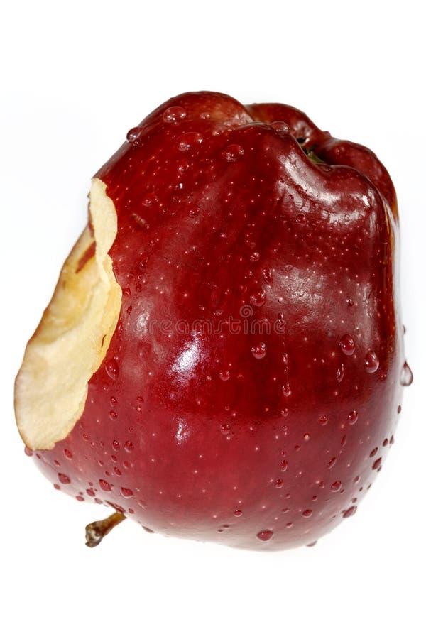 Maçã vermelha com a mordida isolada no fundo branco fotos de stock royalty free