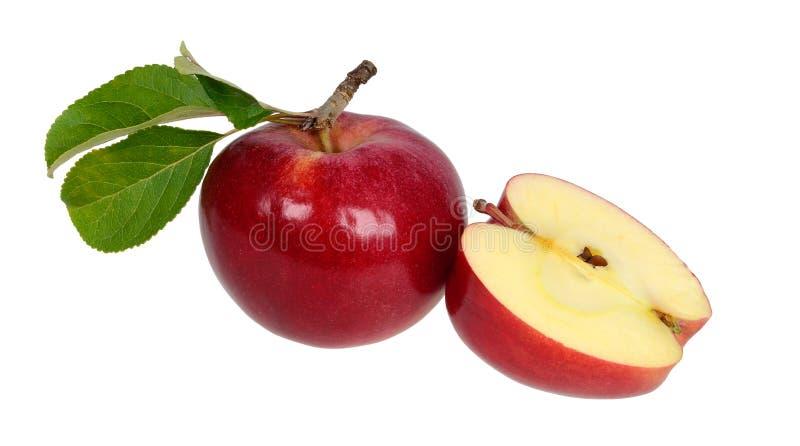 Maçã vermelha e uma parte de uma maçã fotografia de stock royalty free