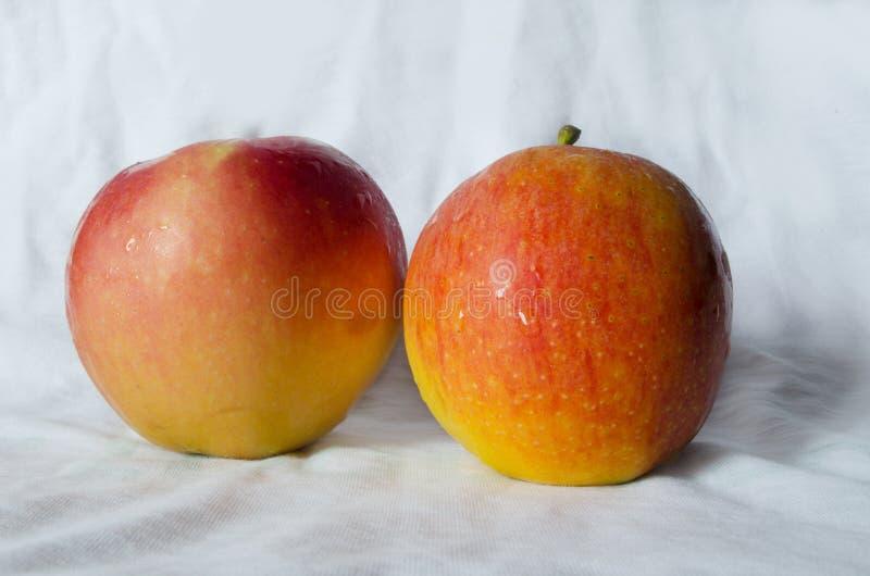 Maçãs do fruto fresco fotos de stock royalty free