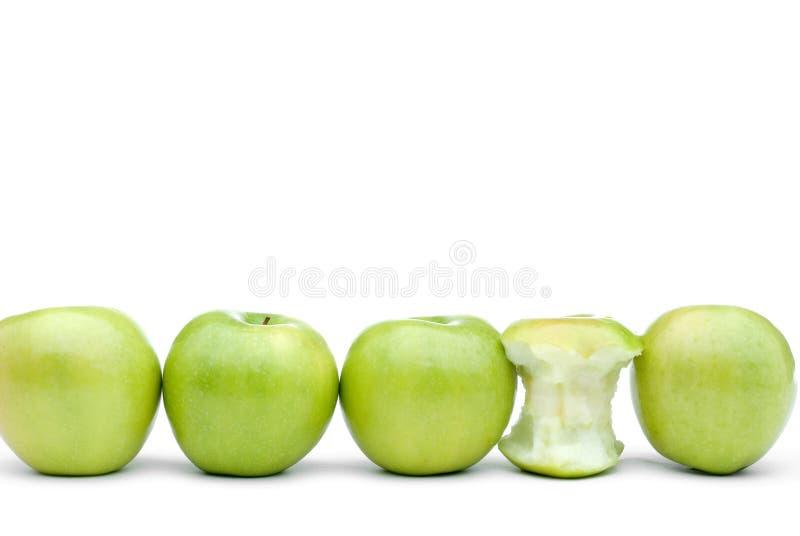 Maçãs verdes frescas com a uma maçã comida foto de stock royalty free