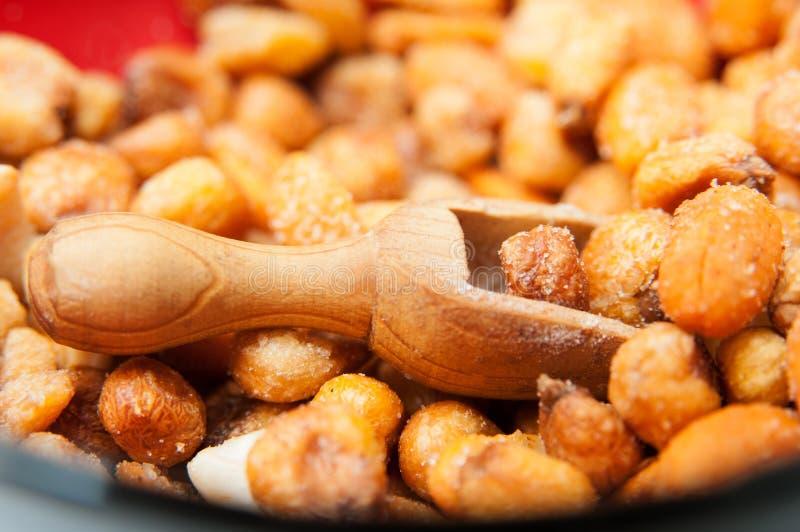 Maíz y cacahuetes fritos imagen de archivo