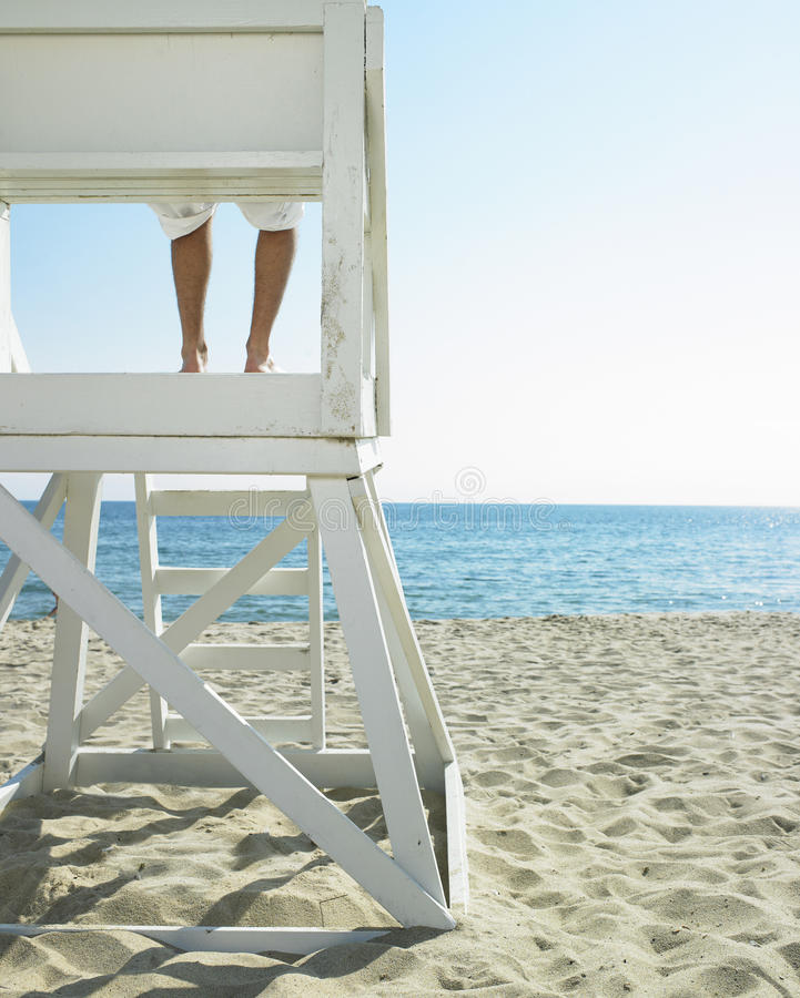 Maître nageur à la plage photos libres de droits