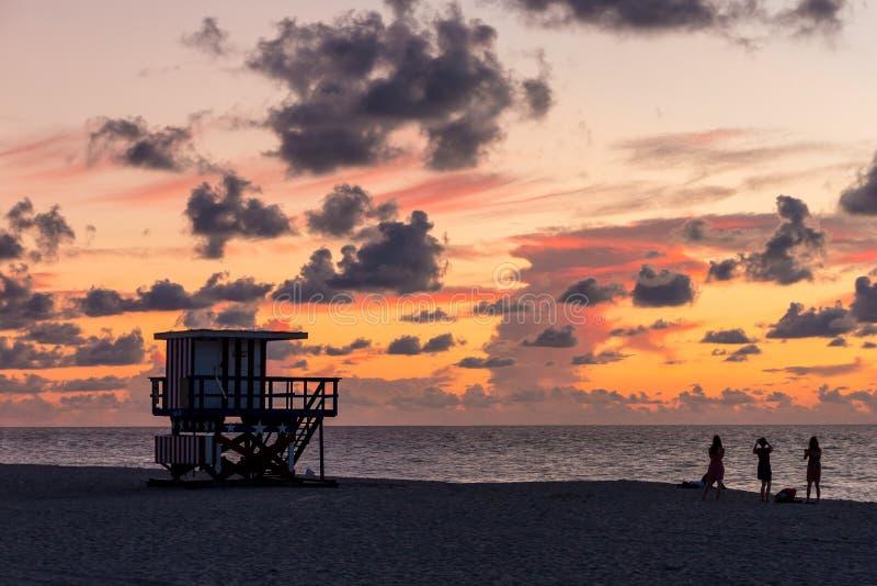 Maître nageur Tower en plage du sud, Miami Beach, la Floride image stock