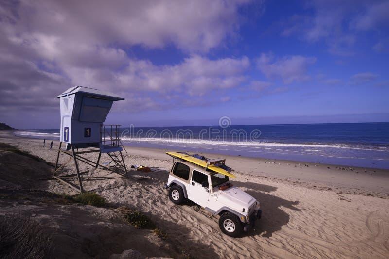Maître nageur Truck sur la plage images libres de droits