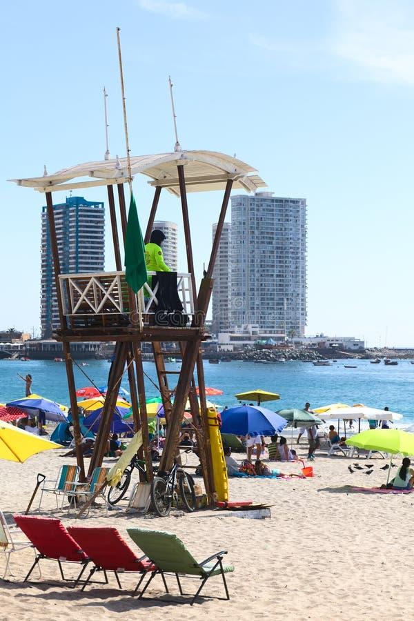 Maître nageur Watchtower sur la plage de Cavancha dans Iquique, Chili photographie stock