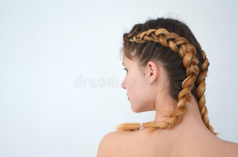 Maîtrise du tissage des cheveux avec la longue longueur des cheveux photo stock