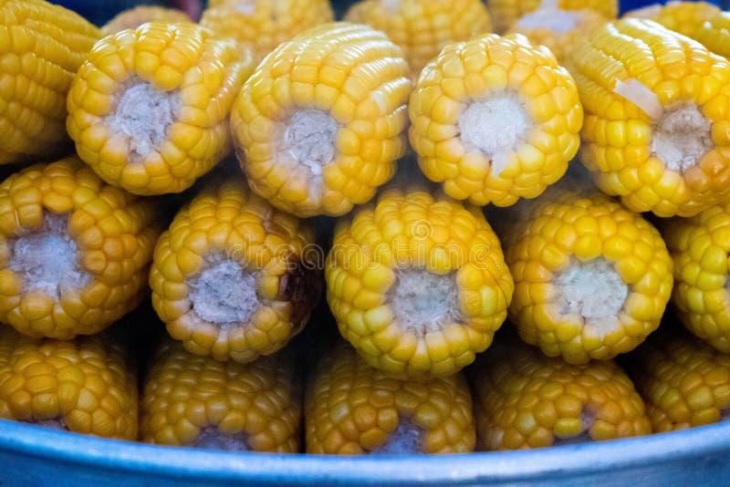 Maïs doux empilé ensemble photographie stock