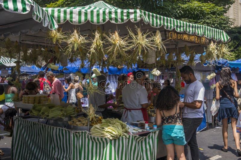 Maïs et produits de maïs à vendre au stre hebdomadaire du ` s de Belo Horizonte image stock