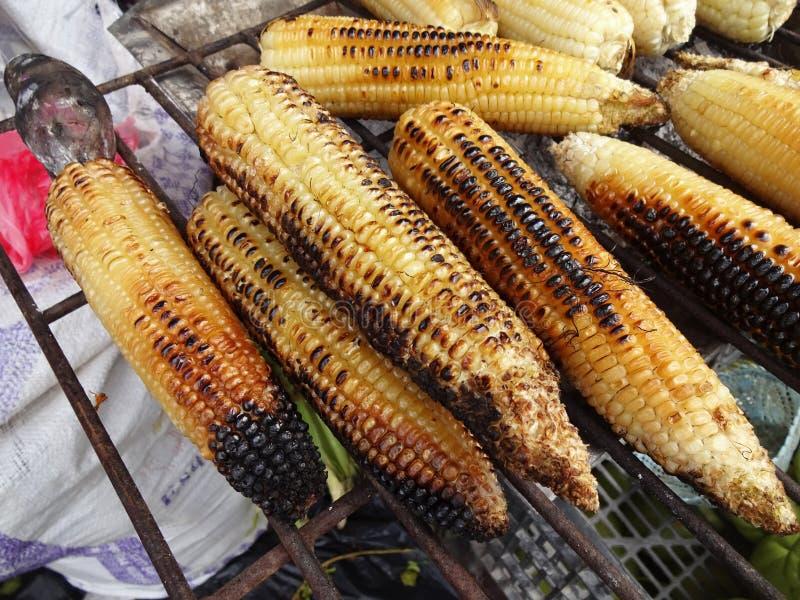 Maïs grillé au marché au Mexique photographie stock libre de droits