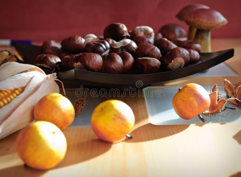 Maïskolf, paddestoelen en appelen stock fotografie