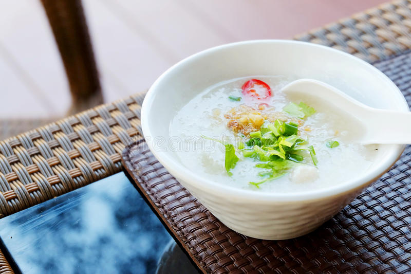 Maïsmeelpap of gekookte rijst met varkensvlees door de stijl van Thailand royalty-vrije stock afbeeldingen