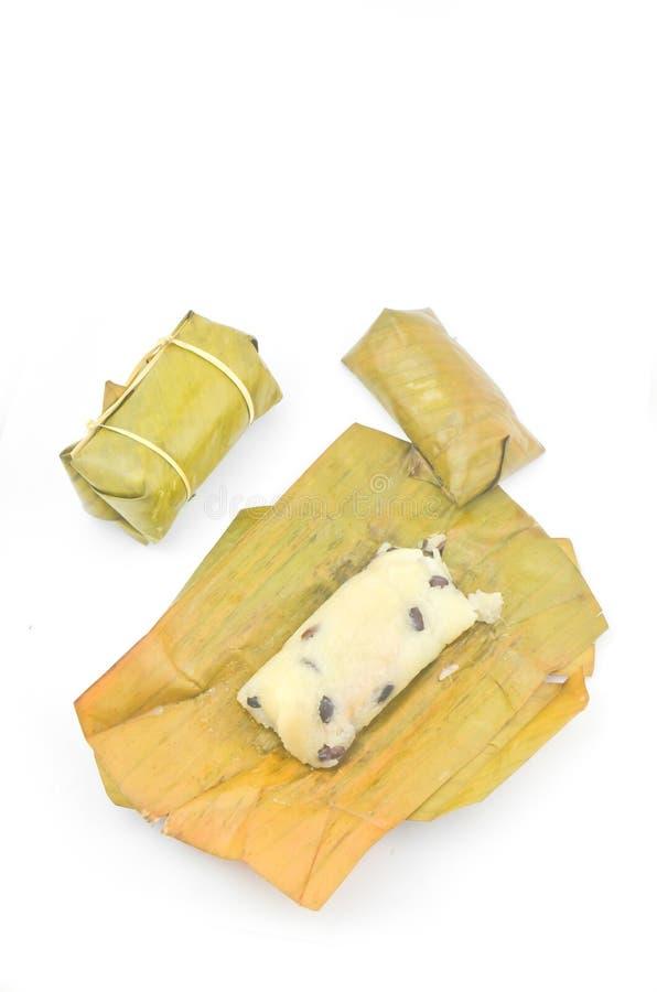 Maïsmeelpap met banaanbladeren dat wordt gevuld royalty-vrije stock afbeeldingen