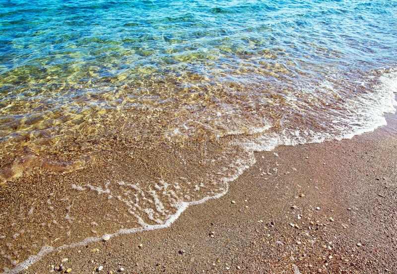 Mañana - agua transparente de las islas griegas idílicas y aire fresco imagen de archivo