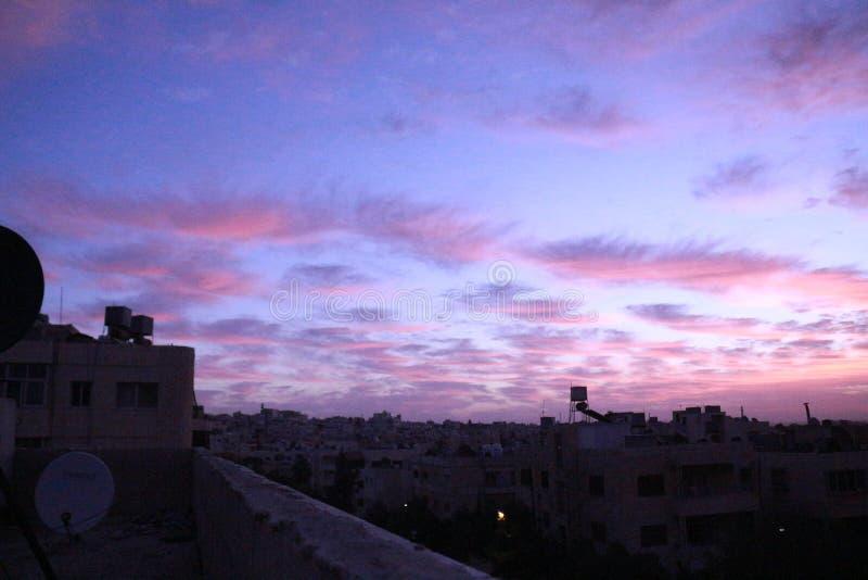 Mañana de la salida del sol del cielo imagenes de archivo