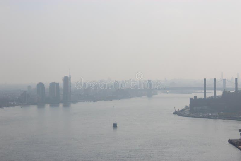 Mañana de New York City en una niebla foto de archivo libre de regalías