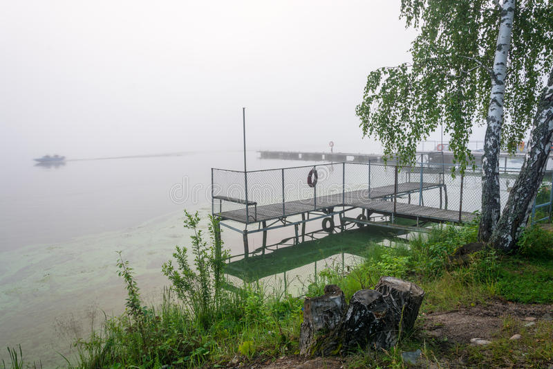 Mañana de niebla en el río Volga fotografía de archivo libre de regalías
