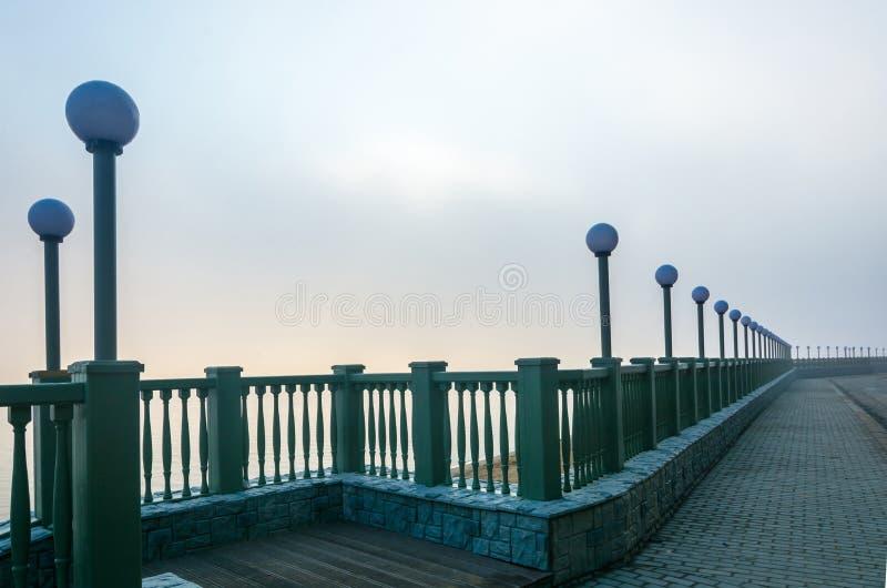 Mañana de niebla en el río Volga imagen de archivo