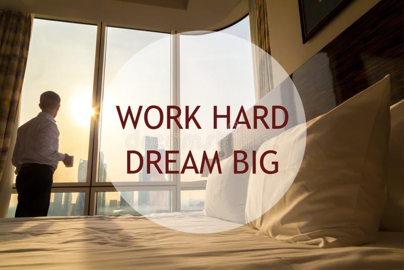 Mañana del hombre de negocios Texto de motivación imagen de archivo