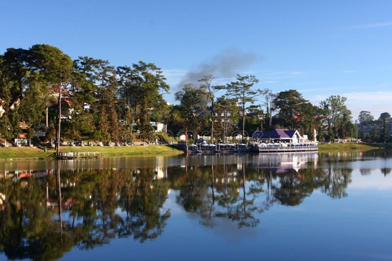 Mañana del lago Xuan Huong fotos de archivo