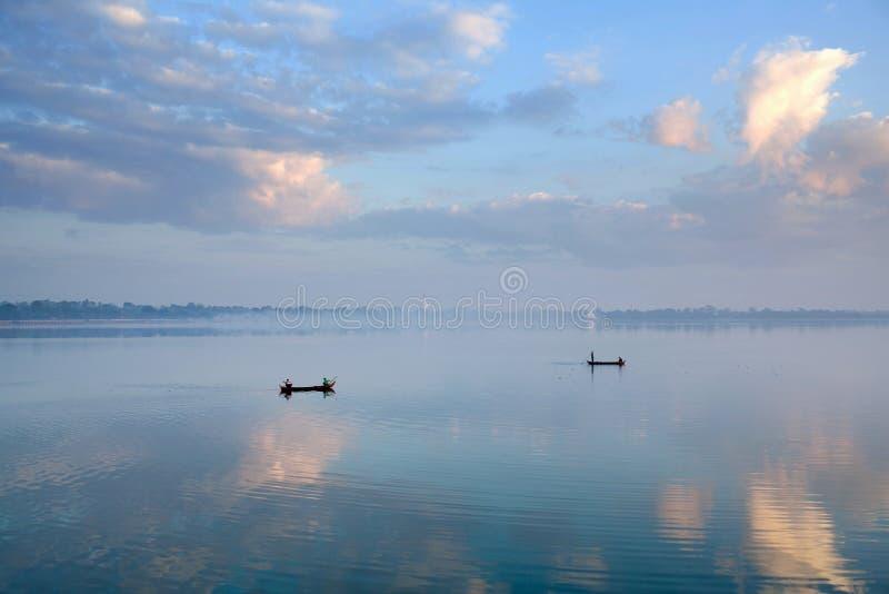 Mañana en Amarapura, Myanmar imagen de archivo