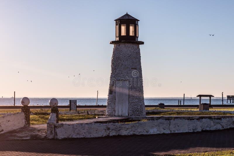 Mañana en el faro de la playa de Buckroe en Hampton, Virginia imágenes de archivo libres de regalías