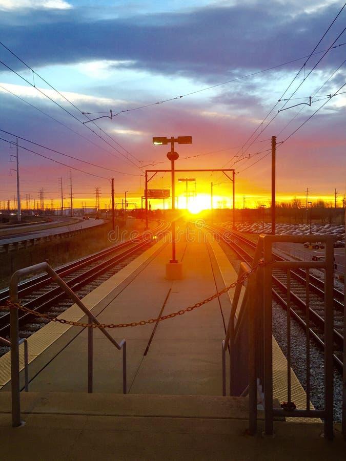 Mañana en la estación de tren imagen de archivo
