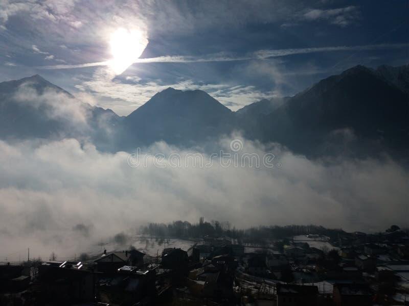 Mañana en montaña imagen de archivo libre de regalías