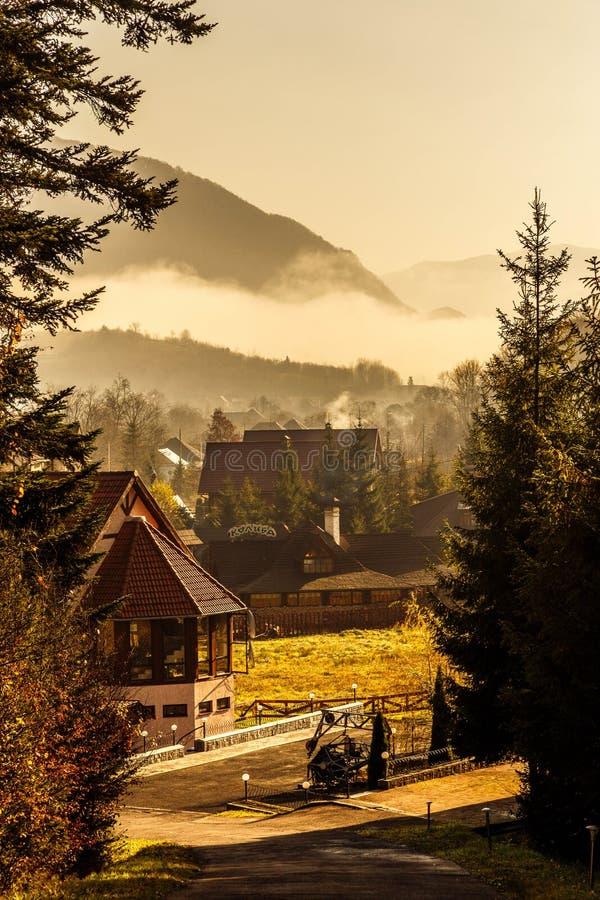 Mañana en montañas imagen de archivo libre de regalías