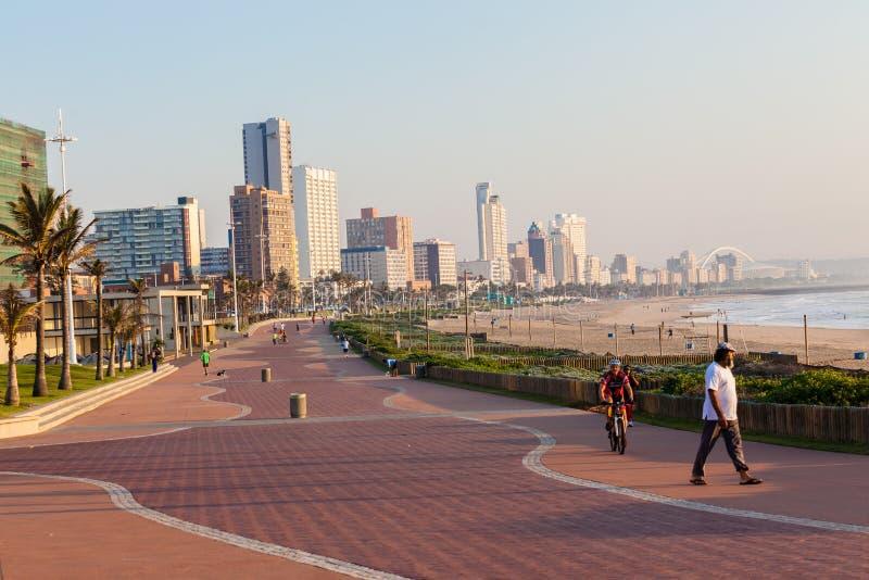Mañana frente al mar del océano de la 'promenade' de Durban foto de archivo libre de regalías