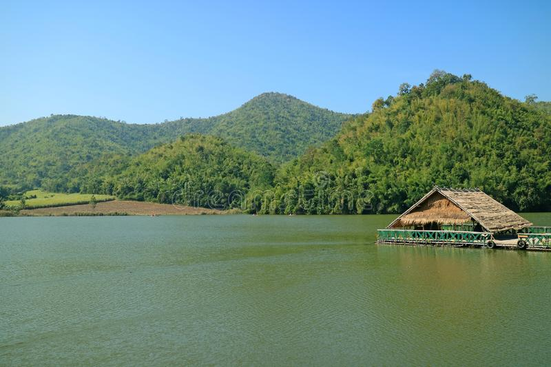 Mañana fresca en Hoob Khao Wong Reservoir, provincia de Suphanburi de Tailandia foto de archivo libre de regalías