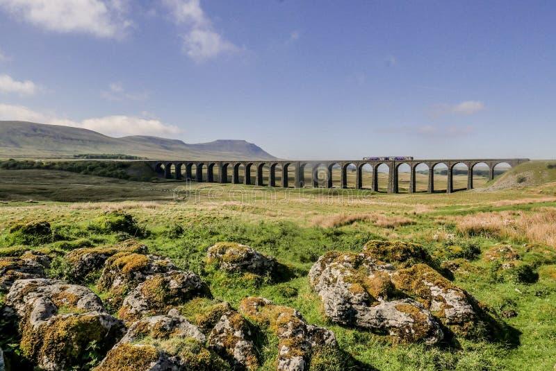Mañana gloriosa en el viaducto de Ribblehead fotos de archivo
