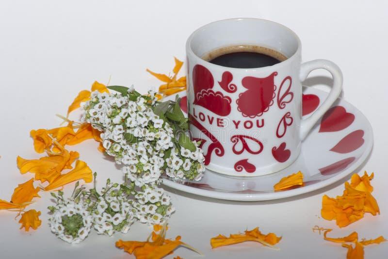 Mañana romántica con café fotos de archivo
