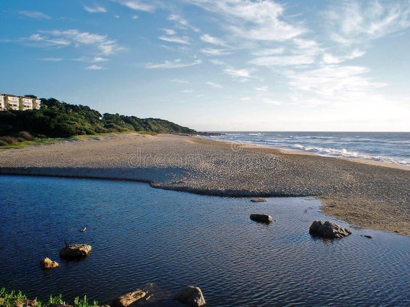 Mañana surafricana fresca de la playa de Kleimond en la salida del sol fotografía de archivo libre de regalías