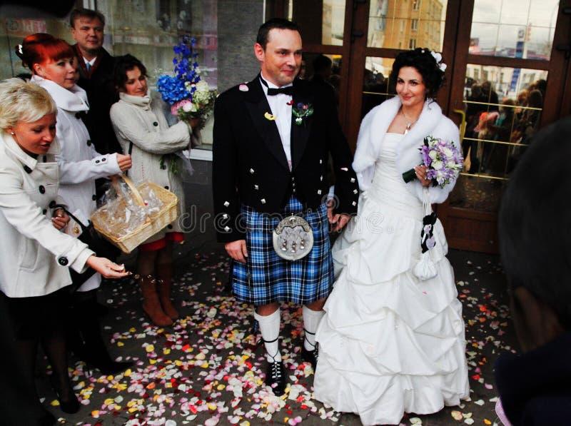 Małżeństwo intrernational para w Moskwa obraz stock
