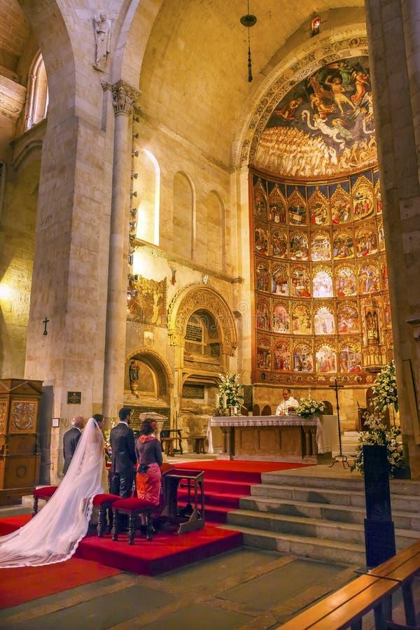 Małżeństwo panny młodej apsydy Antycznego domu Salamanca Stara katedra Hiszpania obraz royalty free