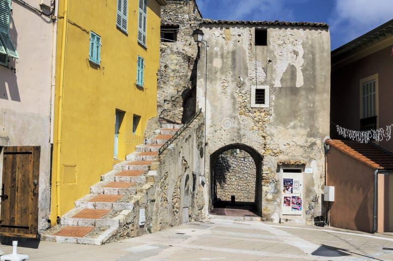 Mała aleja w średniowiecznej Provencal wiosce Roquebrune nakrętka Martin w Francuskim Riviera zdjęcie royalty free