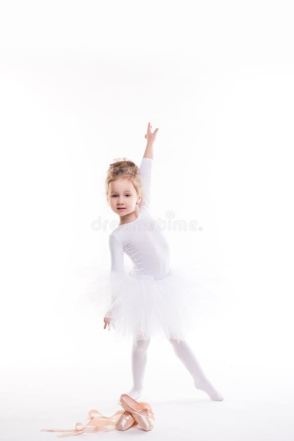 Mała baleriny dziewczyna w spódniczce baletnicy fotografia royalty free