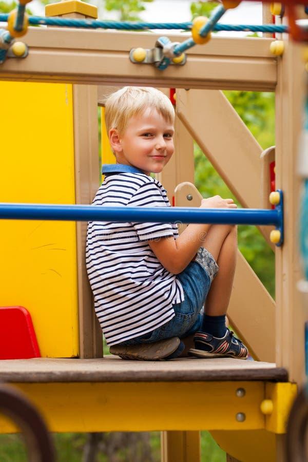 Mała blondynki chłopiec, lato park outdoors obrazy royalty free