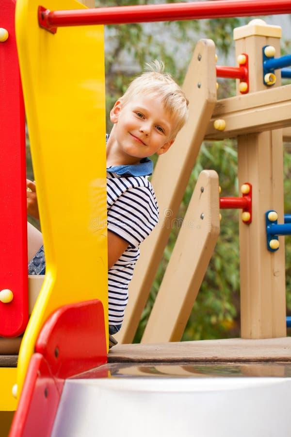Mała blondynki chłopiec, lato park outdoors obrazy stock