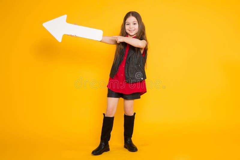 Mała brunetki dziewczyna z pointerem obrazy royalty free