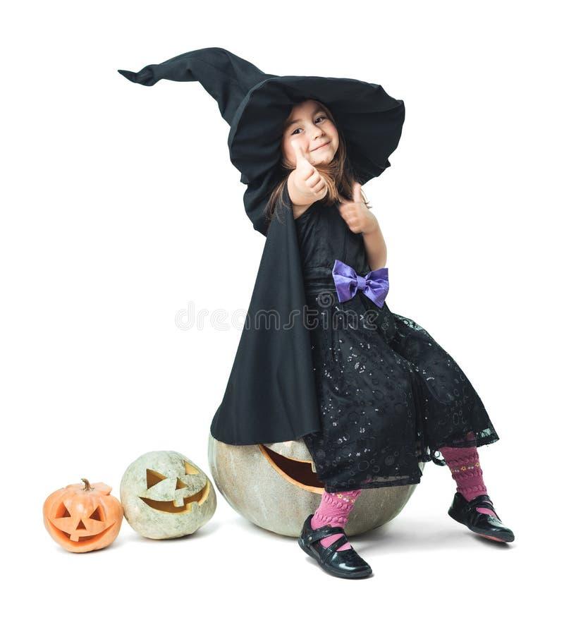 Mała czarownica pokazuje aprobaty zdjęcia stock