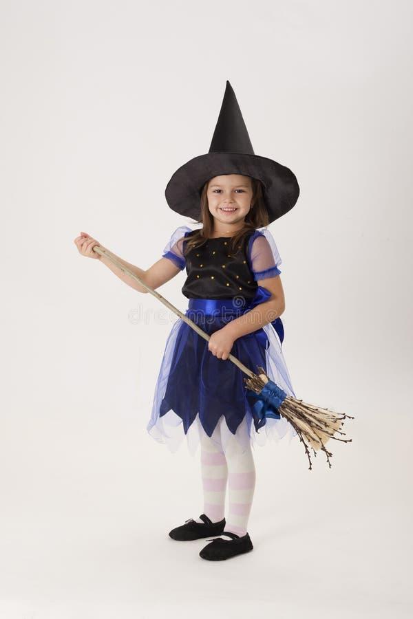 Mała czarownica z miotłą zdjęcia royalty free