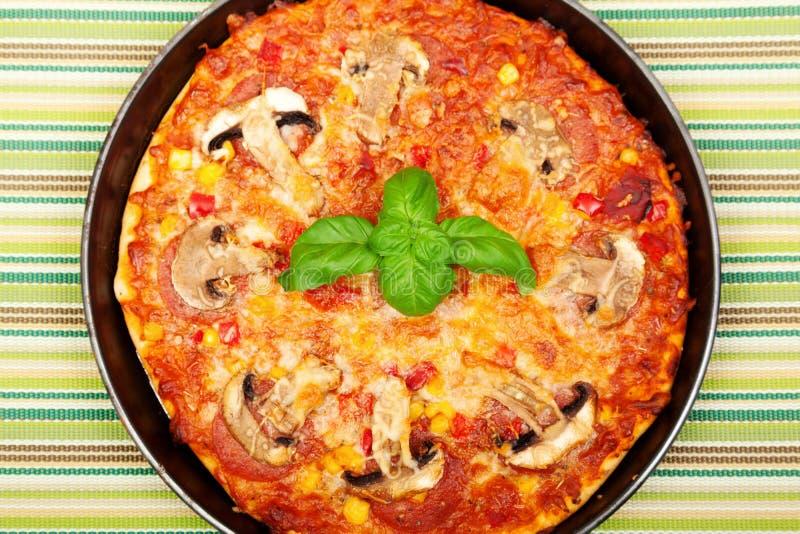 Mała domowej roboty pizza zdjęcia royalty free