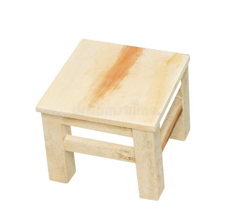 Mała drewniana stolec w kwadratów wzorach odizolowywających na białym tle z ścinek ścieżką, handcrafts obraz stock
