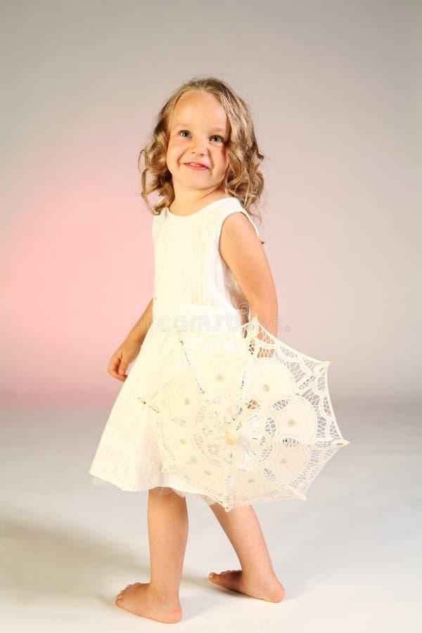 mała dziewczyna parasolkę zdjęcie stock