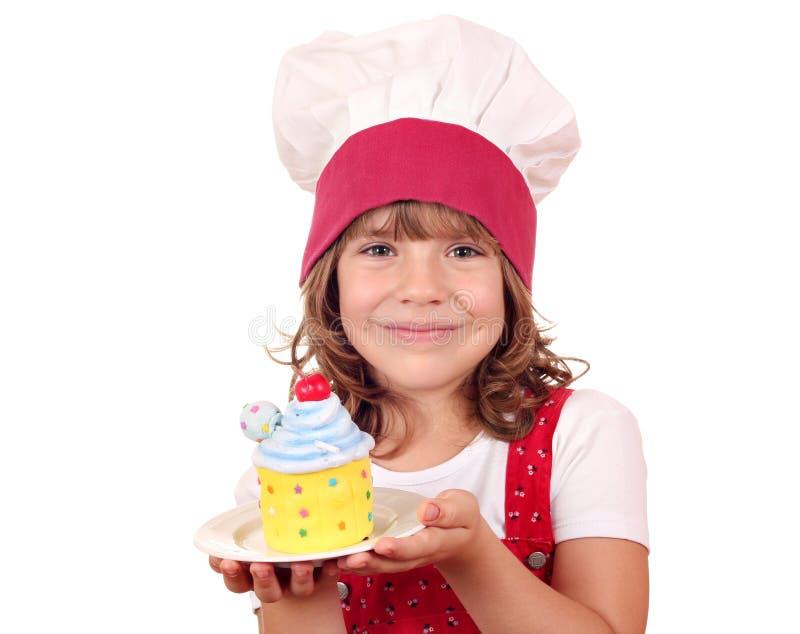 Mała dziewczynka kucharz z tortem zdjęcie stock