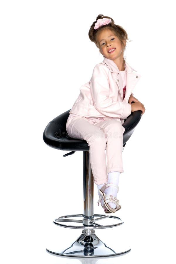 Mała dziewczynka na swivel krześle obrazy royalty free