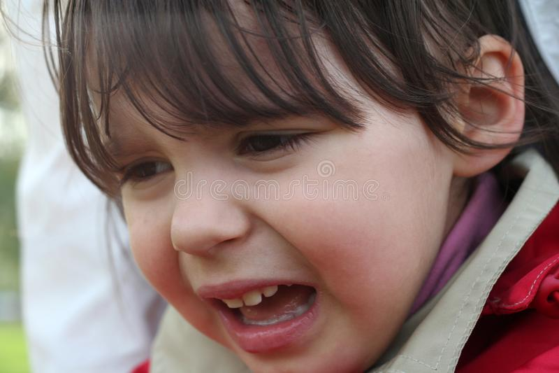 Mała dziewczynka płacze fotografia stock