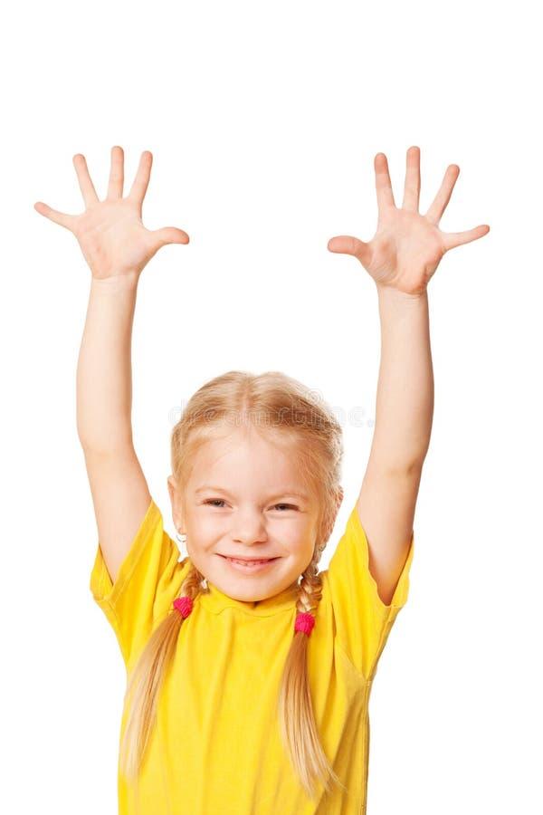 Mała dziewczynka podnosi ona up ręki. zdjęcia royalty free